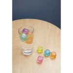 CU165_30 Reusable Ice Cubes_ACTION_2212